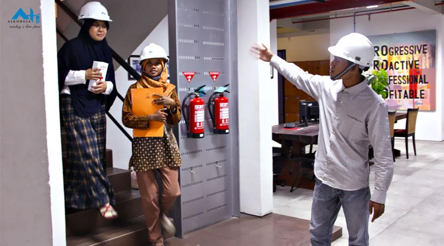 Evakuasi karyawan (www.alkonusa.com)