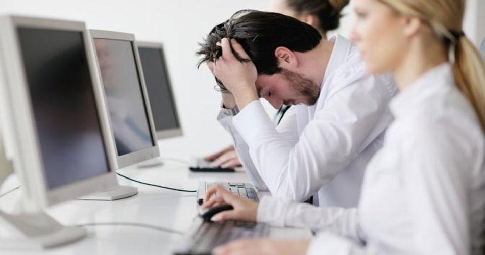 Lelah dan stress saat bekerja (www.liputan6.com)