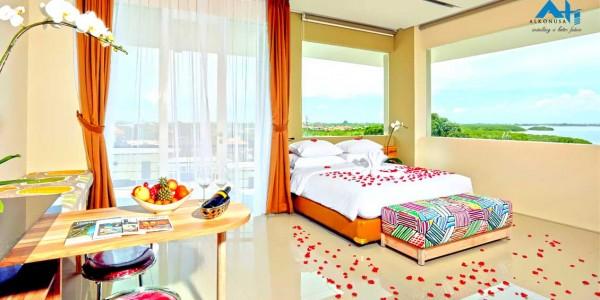mahogany-hotel-room